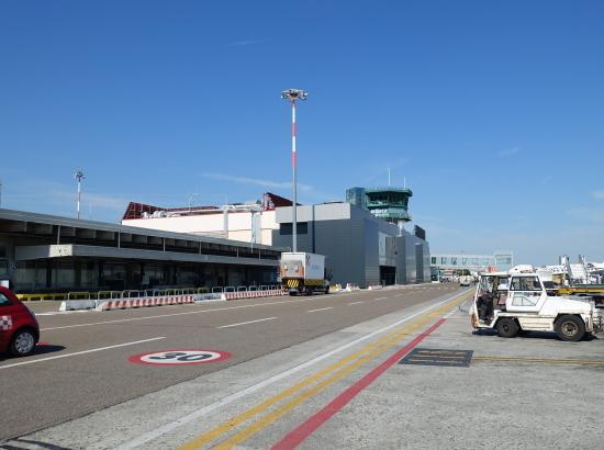 ボロ・空港