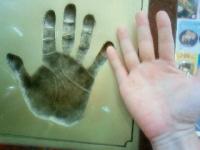 モニュメントの手形