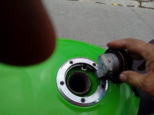 燃料キャップ