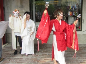 巫女の踊り