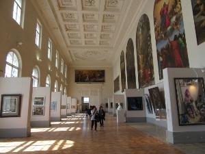 美術教授たちの作品展の部屋