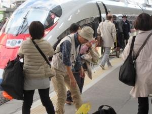 我々が乗った新幹線スタイルの列車