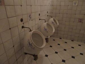 丸い便器のトイレ
