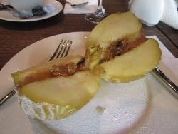 半分に切った焼きリンゴ
