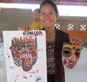 学生が制作したお面と悪魔の絵