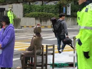 日本大使館前の慰安婦像