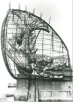 網で覆われた戦前の名古屋城金シャチ