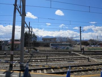 河口湖駅ホームからの富士山…見えませんでしたが、カラーコーンが富士山(^^
