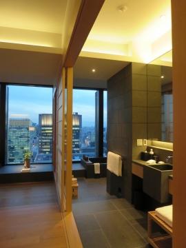 客室と洗面の間