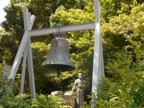 サビエル像と鐘