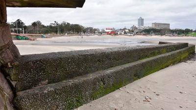 ocean-recedes-uruguay-通常、水がいっぱいの
