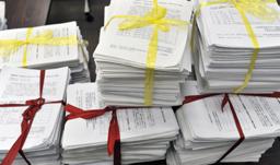 各地の朝高生たちが集めた11万7722人分の署名