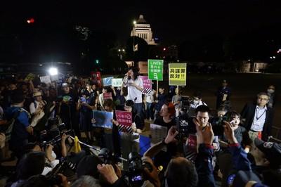 カナロコ by 神奈川新聞 「自由にもの言える社会を」 「共謀罪」強行採決、国会前で抗議1万人