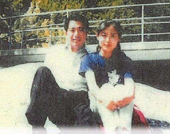 """前原誠司民進党代表と北朝鮮美女""""親密写真""""を入手"""