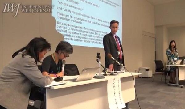 「レイバーネットが今度報告会やるんだって百田先生の講演を潰せた成果をたたえ合う」→先日、ヒューマンライツ・ナウ主催の国連特別報告者シンポで通訳をしていたのが、レイバーネットの松元千枝(左から二人目)。