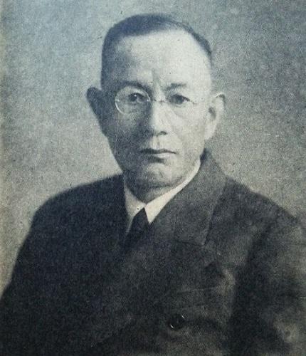 信夫 淳平(しのぶ じゅんぺい、明治4年9月1日(1871年10月14日) - 昭和37年(1962年)11月1日)は、日本の外交官、国際法学者。法学博士。早稲田大学教授、学士院会員、中華民国顧問等を歴任。