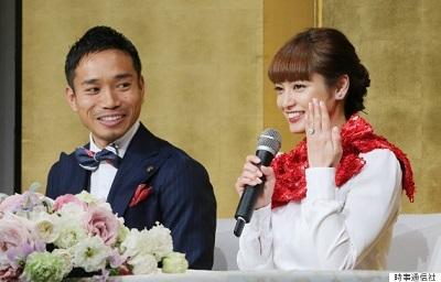 長友佑都選手、アモーレ平愛梨さんと婚約発表 明かされた数々の「天然」伝説 -