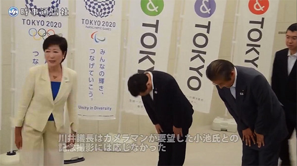 川合議長はマスゴミのカメラマンが要望した記念撮影用の悪手は断ったのだった.