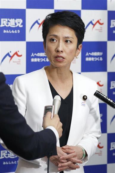 改正組織犯罪処罰法が成立後、記者の質問に答える民進党の蓮舫代表=15日午前、国会(共同)