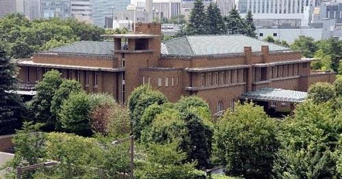 首相官邸に隣接する首相公邸の外観(酒巻俊介撮影)