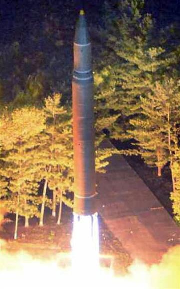 北朝鮮が威嚇「日本列島ごときは一瞬で焦土化できる」 米政権に「グアム周辺に火星12発射」と警告