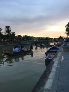 川ベトナムの