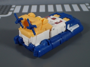 Transformers Generations Titans Return Legends Class Seaspray (5)