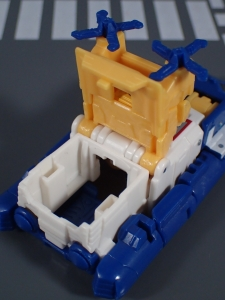 Transformers Generations Titans Return Legends Class Seaspray (10)