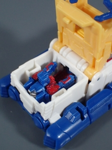 Transformers Generations Titans Return Legends Class Seaspray (11)