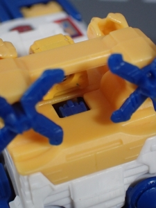 Transformers Generations Titans Return Legends Class Seaspray (12)