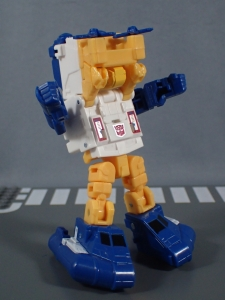 Transformers Generations Titans Return Legends Class Seaspray (17)