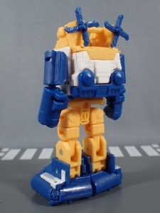 Transformers Generations Titans Return Legends Class Seaspray (20)