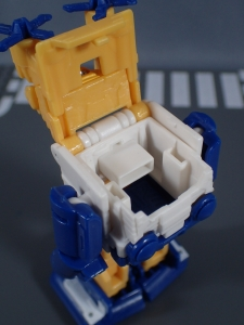 Transformers Generations Titans Return Legends Class Seaspray (22)