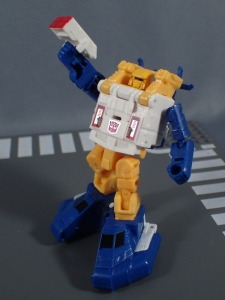 Transformers Generations Titans Return Legends Class Seaspray (35)