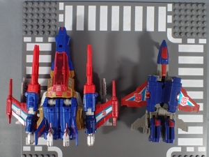 Transformers Titans Return Siege on Cybertron BBTS Exclusive Deluxe Class Metalhawk (33)