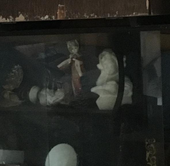 廃虚の人形2