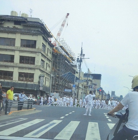 祇園祭の神輿集団
