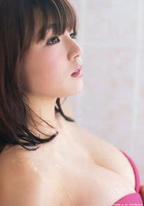 shinozaki_ai_g225.jpg