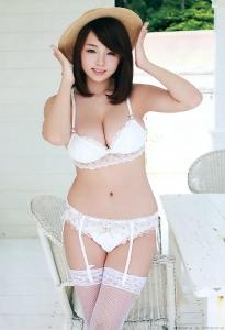 shinozaki_ai_g233.jpg