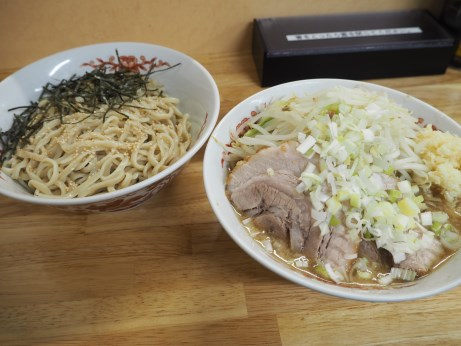 登良治郎_170812_つけ麺_ヤサイニンニク