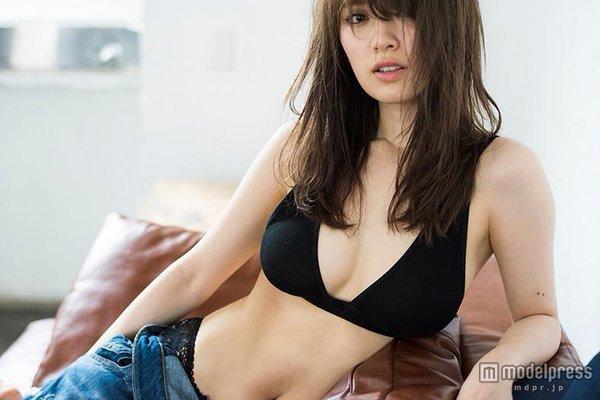 泉里香 xライン.jpg