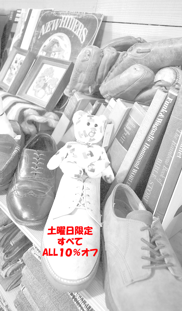 古着屋カチカチ店内画像グレースケールバーション06
