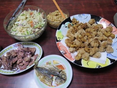 味な嫁ととり皮から揚げ、大根サラダ、メンマ、アジ干物