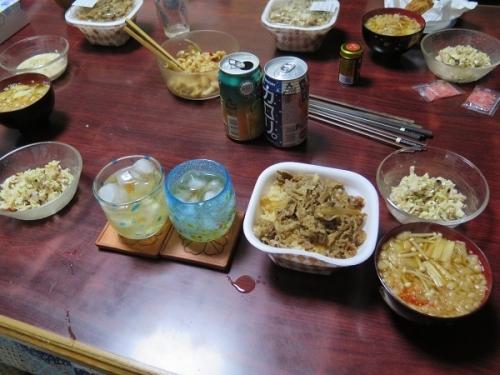 牛丼、キャベツとエノキの味噌汁、メンマ