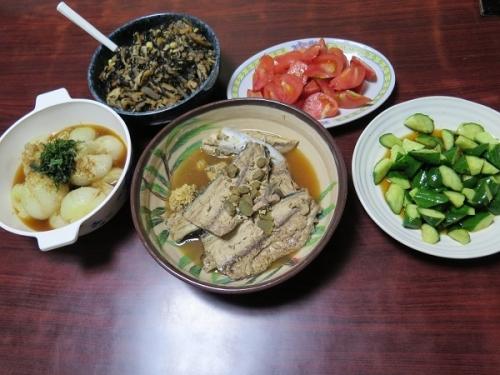 ひじき煮、キュウリ即席漬け、トマト、新玉レンジ蒸し、カツオアラ煮