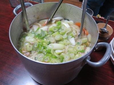 豚肉のホルモン鍋風リサイクルうどん、チューハイ