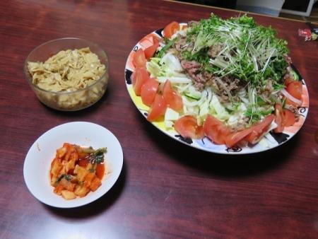 牛焼きしゃぶサラダ、カクテキ、メンマ、チューハイ