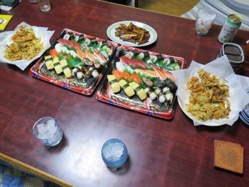 半額寿司、大学芋、かき揚げ