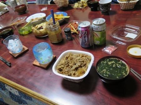 牛丼、わかめスープ