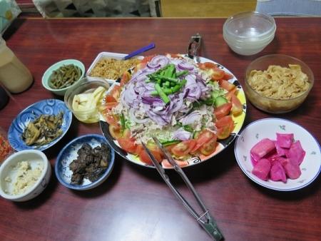 山盛り冷しゃぶサラダ、茨城のそぼろ納豆、漬物